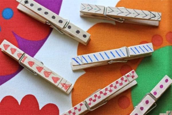 Ganchos de madera para notas gu a de manualidades for Madera para colgar ganchos