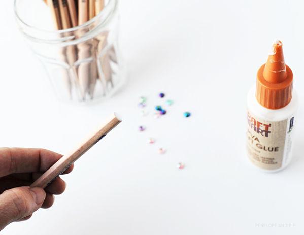 personaliza tus lápices con lentejuelas 2