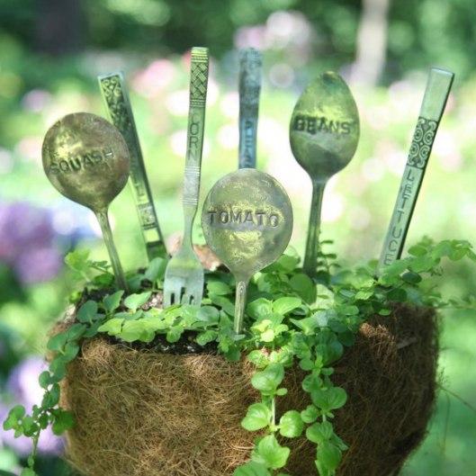 marcadores de jardin con cubiertos viejos 1