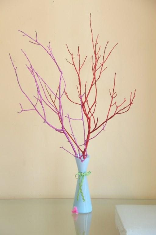 Ramas secas decoradas con brillantinas gu a de manualidades - Arboles secos decorados ...