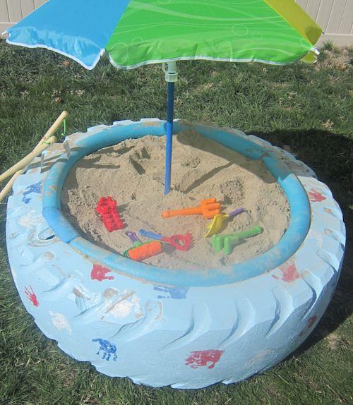 Piscina de arena con un neumático 1