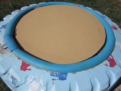 Piscina de arena con un neumático 4