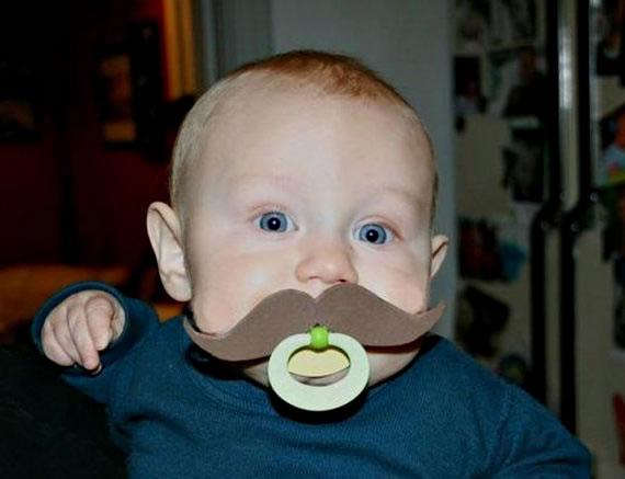 chupetes de bebé con bigotes de fieltro 3