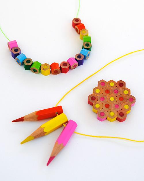Bijouterie con lápices de colores