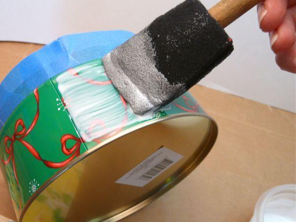 Decora cajas met licas con decoupage gu a de manualidades - Como decorar una caja de metal ...