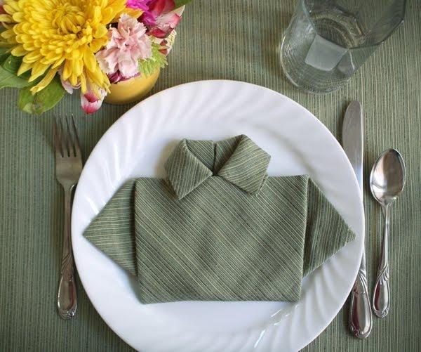 Dobla servilletas como camisetas