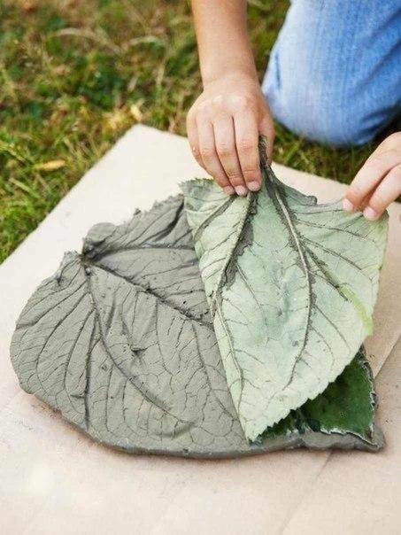 Losas para el jard n con hojas gu a de manualidades for Articulos decorativos para jardin