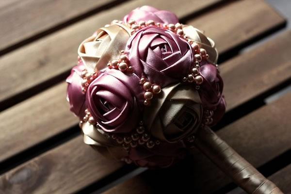 Topiario con rosas de tela