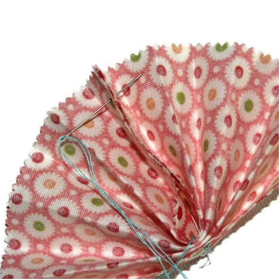 Guirnalda con abanicos de tela 7