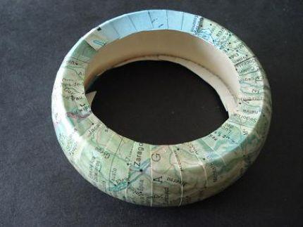Brazalete decorado con un viejo mapa 4