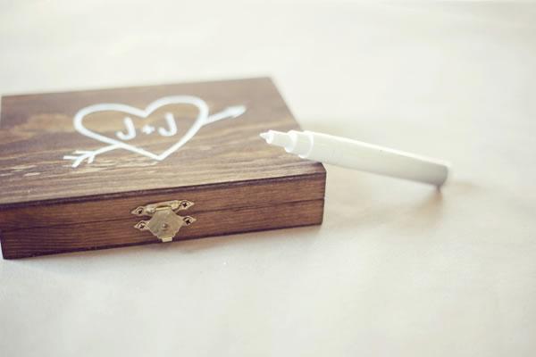 Caja de madera para las alianzas de boda 2
