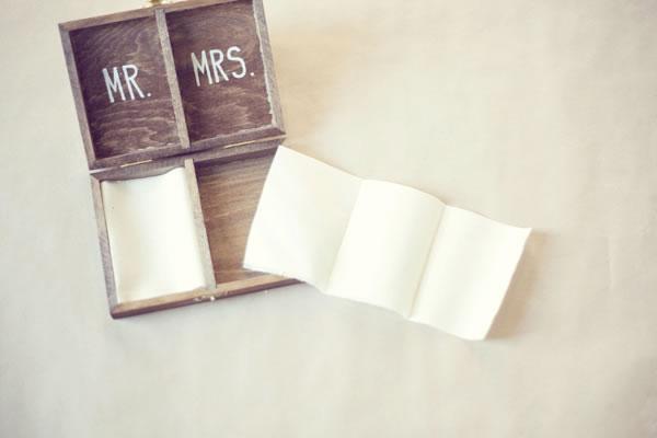 Caja de madera para las alianzas de boda 4