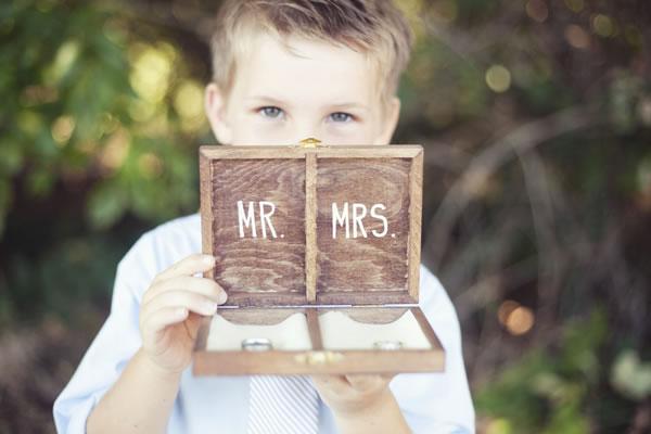 Caja de madera para las alianzas de boda 5