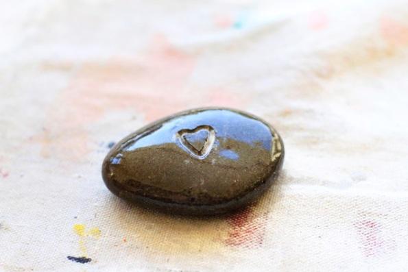 Idea para grabar piedras de río 4