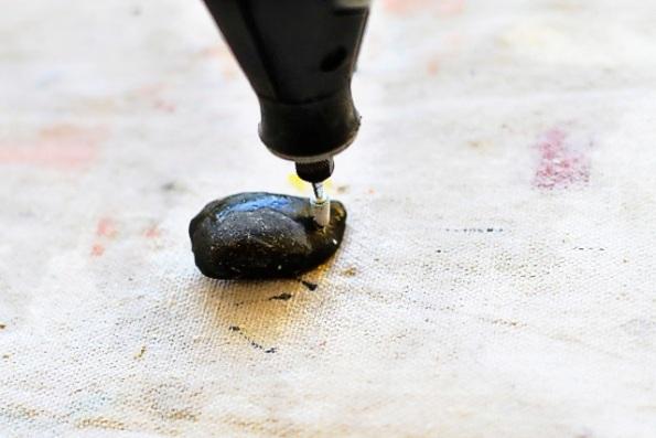 Idea para grabar piedras de río 6