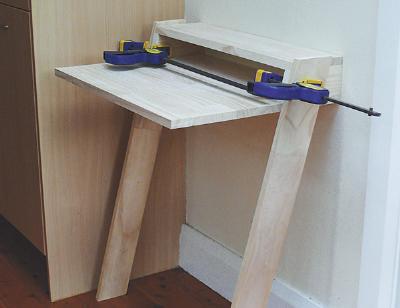 Construye una mesa para ordenador port til gu a de for Mesa para ordenador portatil