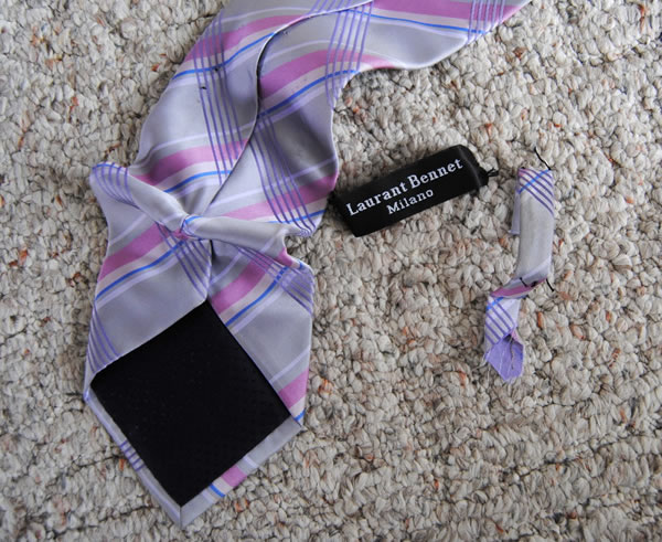 Colgante con corbata 1