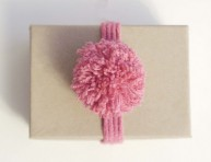 imagen Pompones de lana paso a paso