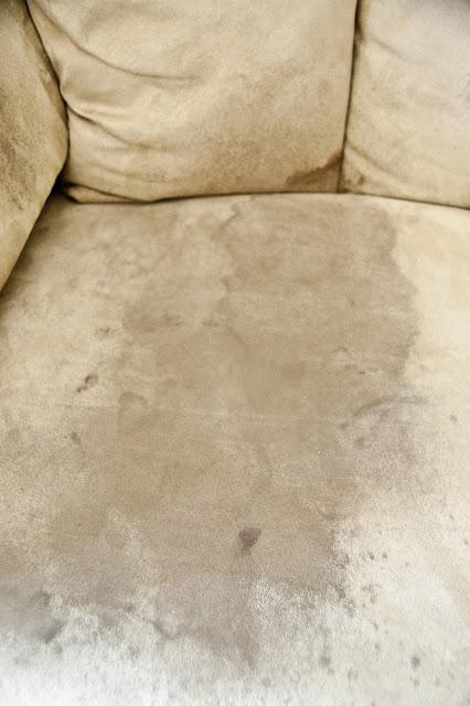 C mo limpiar un sof de microfibra gu a de manualidades - Limpiar sofa tela ...