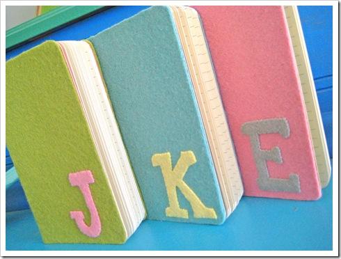 Cuadernos con iniciales de fieltro