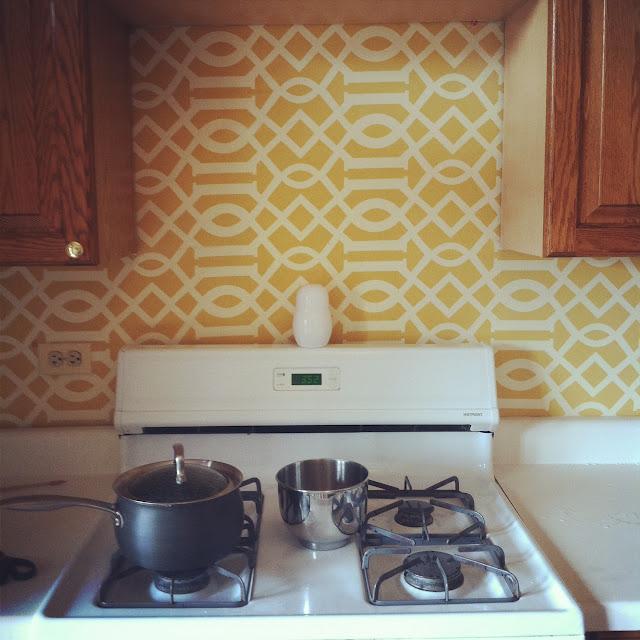 Forra una pared con tela gu a de manualidades - Como forrar muebles con tela ...