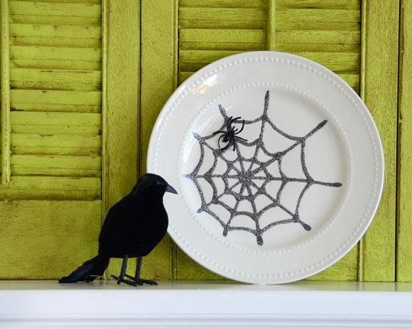 Platos decorativos con tela de ara a gu a de manualidades - Como hacer tela de arana ...