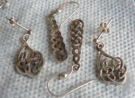 C mo limpiar las joyas de plata gu a de manualidades - Como limpiar la plata para que brille ...