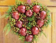 imagen Corona navideña con manzanas