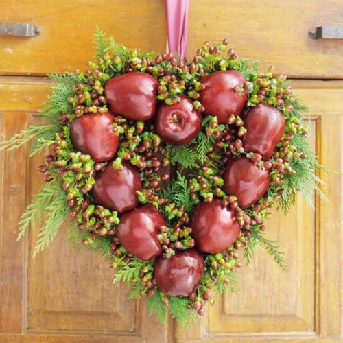 Corona de navidad con manzanas