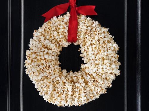 Corona con palomitas de maíz