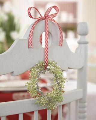 Sillas decoradas por navidad 11
