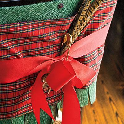 Sillas decoradas por navidad 16