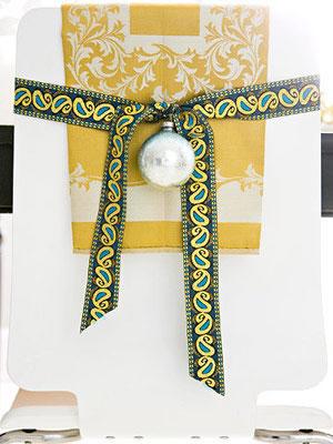 Sillas decoradas por navidad 6