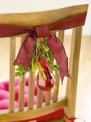 Sillas decoradas por navidad 7