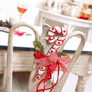 Sillas decoradas por navidad 9
