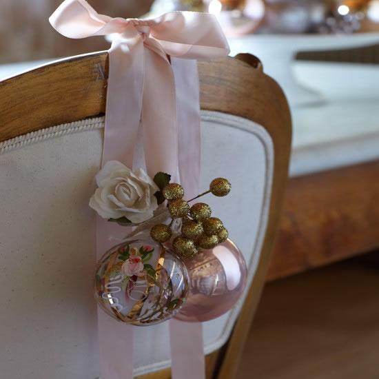 Sillas decoradas por navidad 17