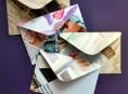 imagen Sobres con hojas de revistas