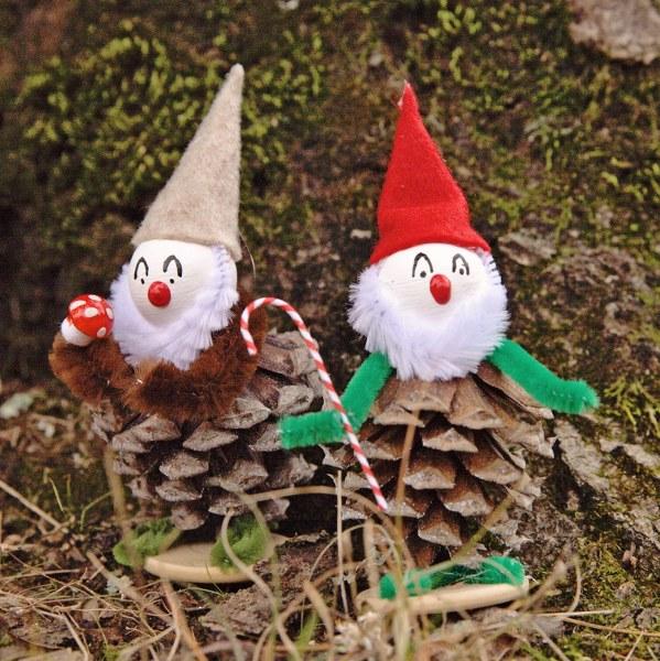 Elfos hechos con piñas 4