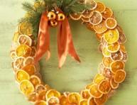 imagen Corona navideña con naranjas y limones