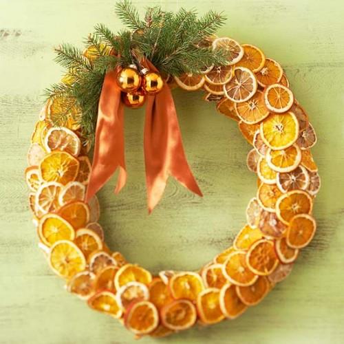 Corona navideña con frutas