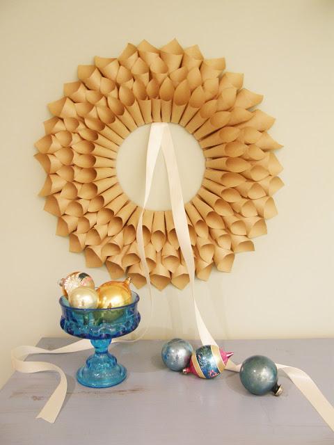 Corona de navidad con papel y cartón