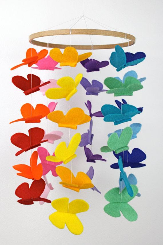 Móvil con mariposas de fieltro