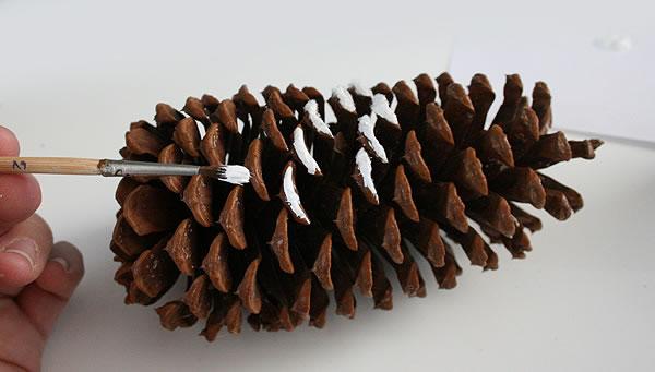 Pi as brillantes para decorar gu a de manualidades - Manualidades navidad con pinas ...