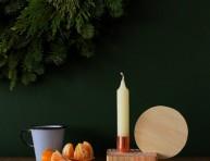 imagen Un sencillo candelabro de madera y cobre