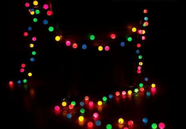 Guirnalda de luces y pelotas de tenis de mesa 6