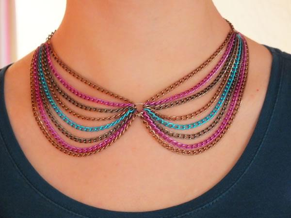 Colgante con cadenas de colores 1