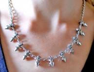 imagen Un collar de pinchos
