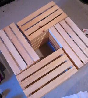 Mesa de centro con cajas de madera gu a de manualidades for Como hacer una mesa de centro