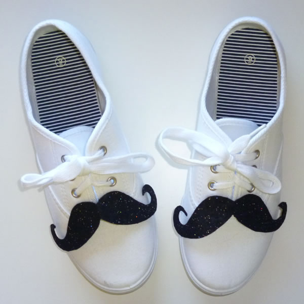 Zapatillas con bigotes de fieltro