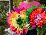 imagen Flores decorativas con papel crepé